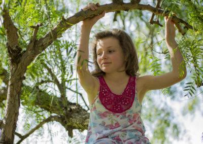 Lara in tree